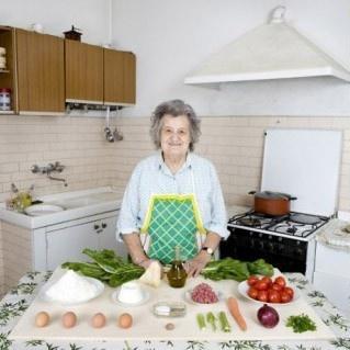 gabriele galimberti, abuelas, día de la madre, platos, comida, fotografía