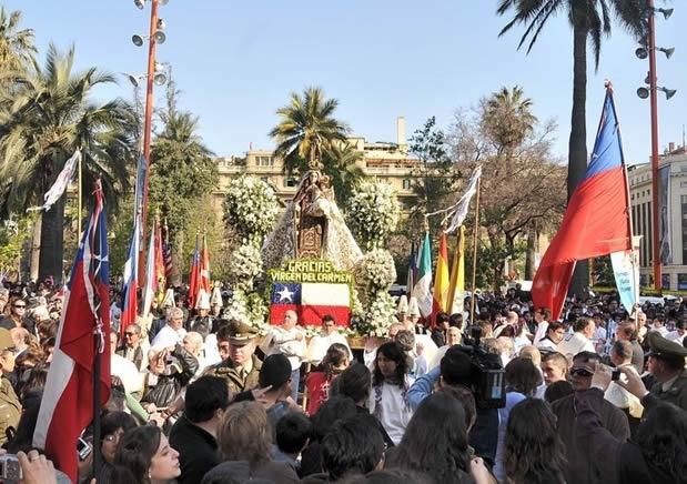 virgen del carmen, tradición, procesión, cultura, religión, santiago, fiestas, costumbres, devoción, fe, Iglesia Católica