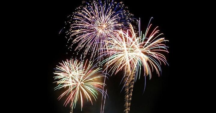 Año Nuevo, celebración, fuegos artificiales, pirotecnia